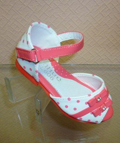 Дитячі босоніжки - найкраще взуття для принцеси