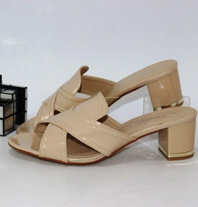 Купить недорого женские шлепанцы на каблуке бежевого цвета