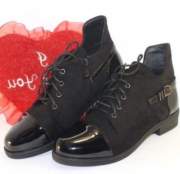 Замшевые ботинки на низком каблучке