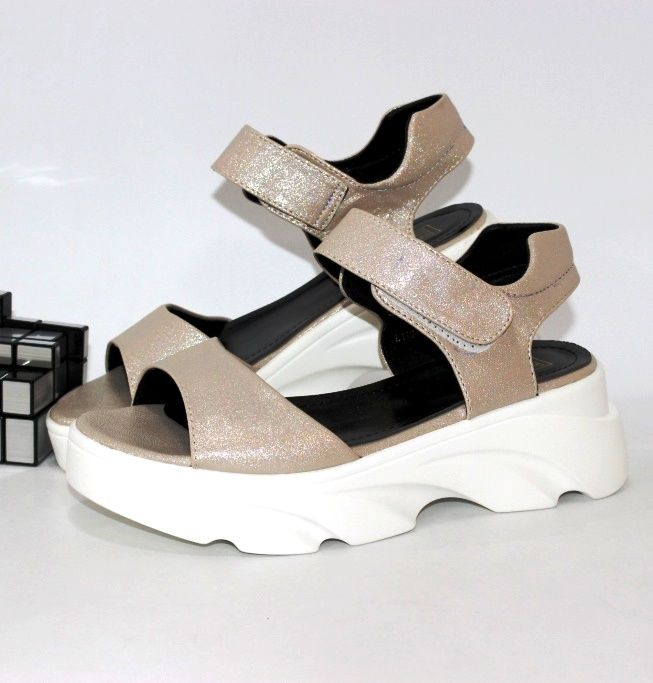 Купить модные женские молодежные босоножки на высокой платформе
