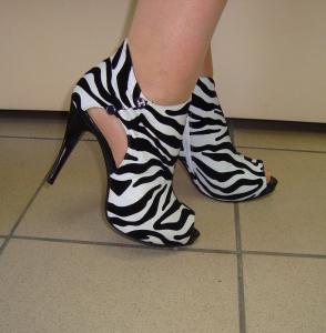 Яркие летние ботинки - для настоящих модниц!